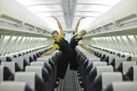 Авиакомпания раскрасила самолет как поезд