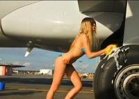 Ryanair покажет туристам порнофильмы в полете