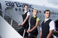 На «День теней» airBaltic предлагает школьникам вакансии стюардов и пилотов