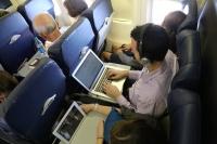 Европейские авиакомпании разрешат пользоваться гаджетами в полете