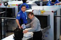 Hītrovas lidostā testē skenerus, kas varētu izbeigt šķidrumu liegumu
