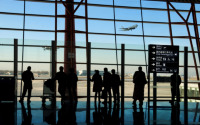Vasaras sezonā pasažierus aicina savlaicīgi ierasties lidostā