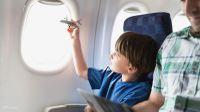 Перелет с детьми: как сделать полет в самолете легче для ребенка