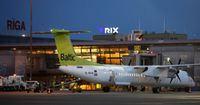 "Аэропорт ""Рига"" предупредил партнера airBaltic за задержку багажа"