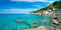 Кристально чистая вода и мелкий песок: Топ-5 лучших пляжей уходящего года