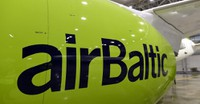 Rīgā nolaidās septītā jaunā 'Bombardier' lidmašīna